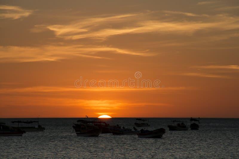 在海的日落在圣胡安del苏尔,尼加拉瓜 库存照片