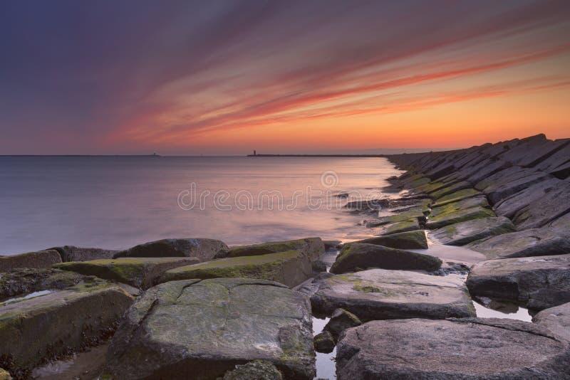 在海的日落在IJmuiden,荷兰 库存图片