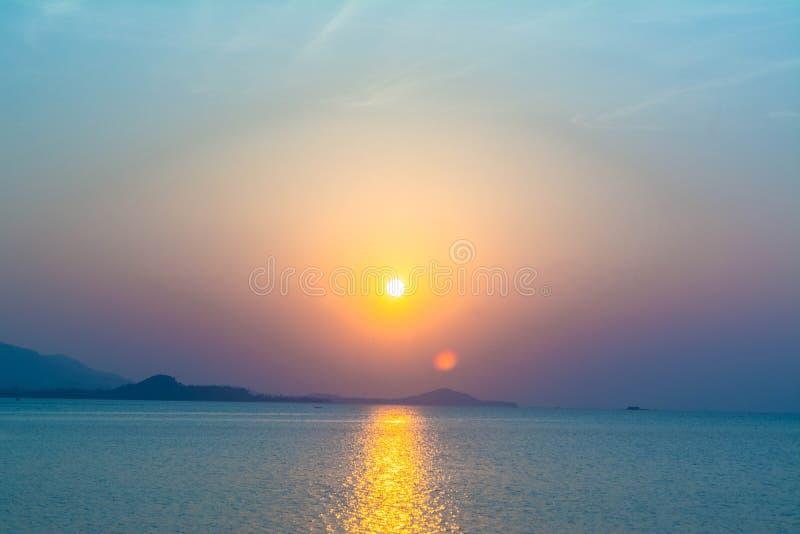 在海的日落背景,酸值苏梅岛,泰国 图库摄影