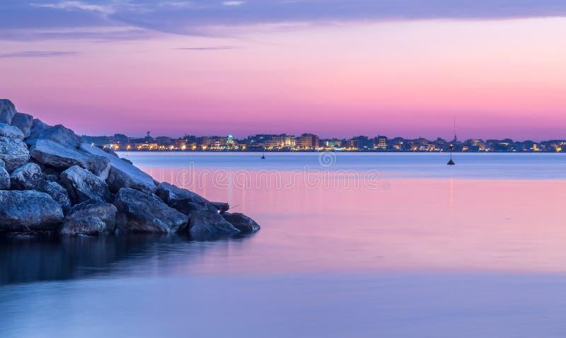 在海的日落风景 黄昏的里米尼 免版税库存图片