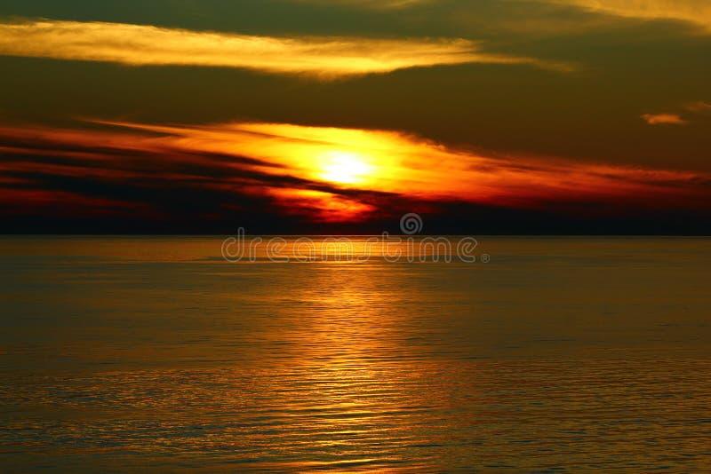 在海的日落 免版税库存图片