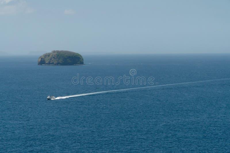 在海的汽艇,鸟瞰图 巴厘岛印度尼西亚 免版税库存图片