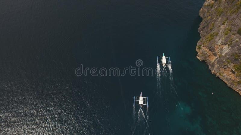 在海的汽艇,鸟瞰图 库存图片