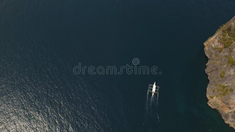 在海的汽艇,鸟瞰图 免版税图库摄影