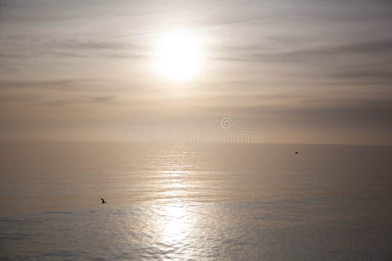 在海的纯净的太阳 库存图片