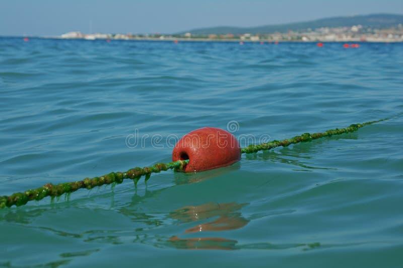 在海的线浮体 库存图片