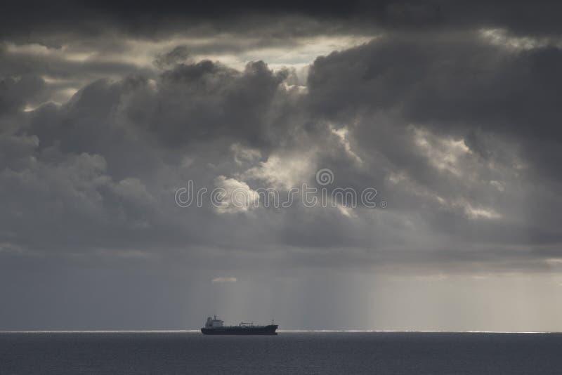 在海的罐车 免版税库存图片