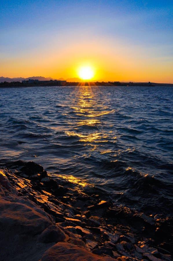 在海的美好的日落 免版税图库摄影