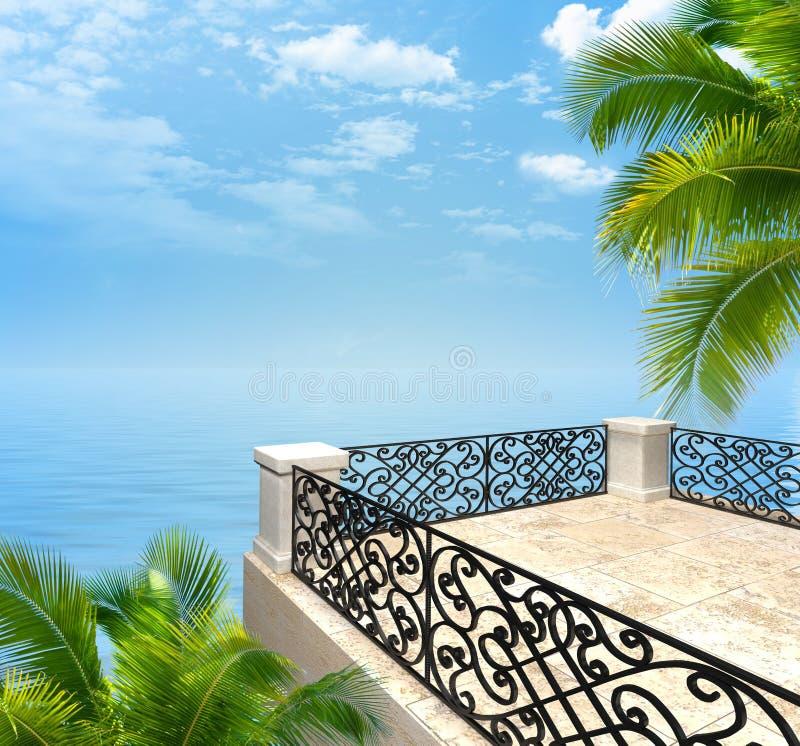 在海的阳台有伪造的篱芭3D翻译的 皇族释放例证