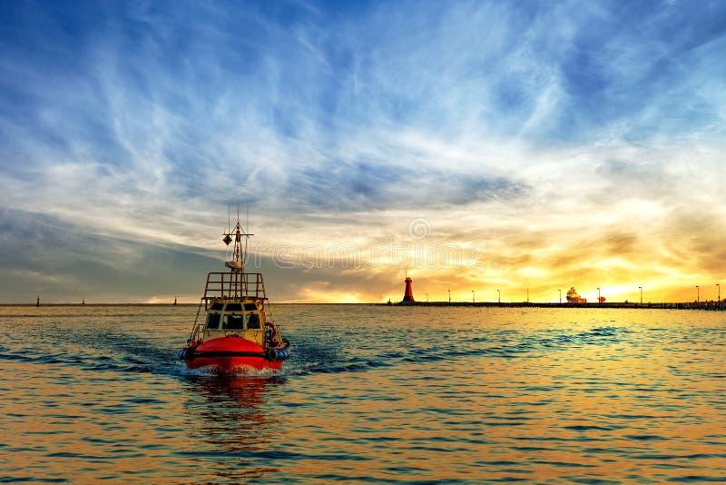 在海的领航船 库存照片