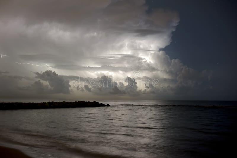在海的风暴 免版税库存图片