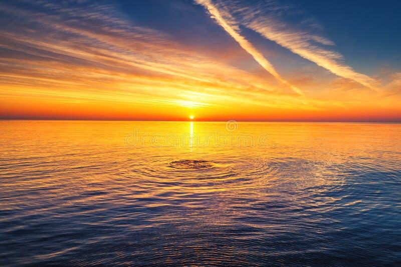 在海的鸟瞰图,日出射击 库存照片