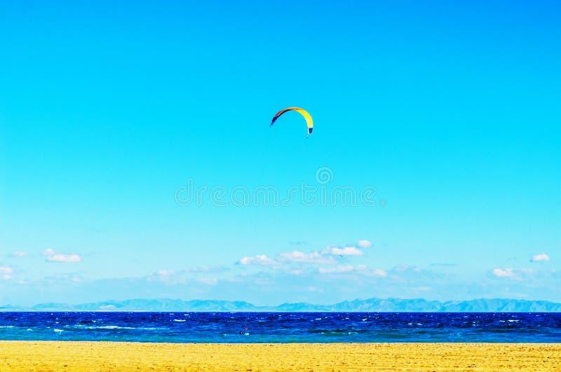 在海的Kitesurfer挥动,水极端体育,活跃体育, adve 库存照片