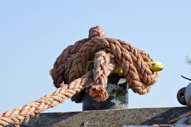 在海船篱芭的绳索 库存图片