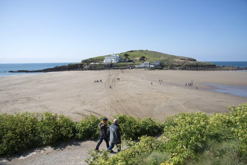 从在海英国的Bigbury看见的自治都市海岛 免版税库存照片