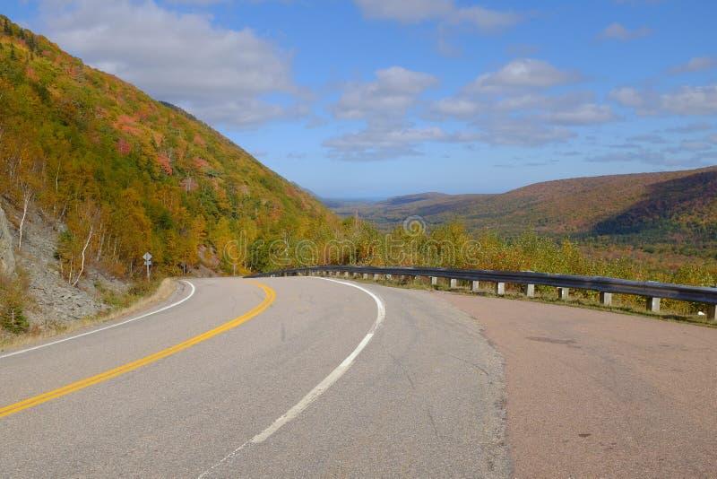 在海角不列塔尼的` s Cabot的秋天颜色落后 库存照片