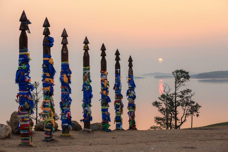 在海角Burhan的毛哔叽波兰人在日出 Olkhon海岛,湖Baika 库存图片