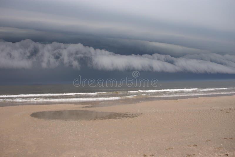 在海边风暴的云彩 库存图片
