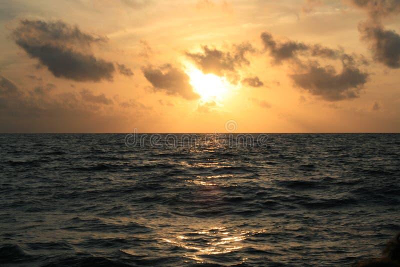 在海运的日落 库存图片