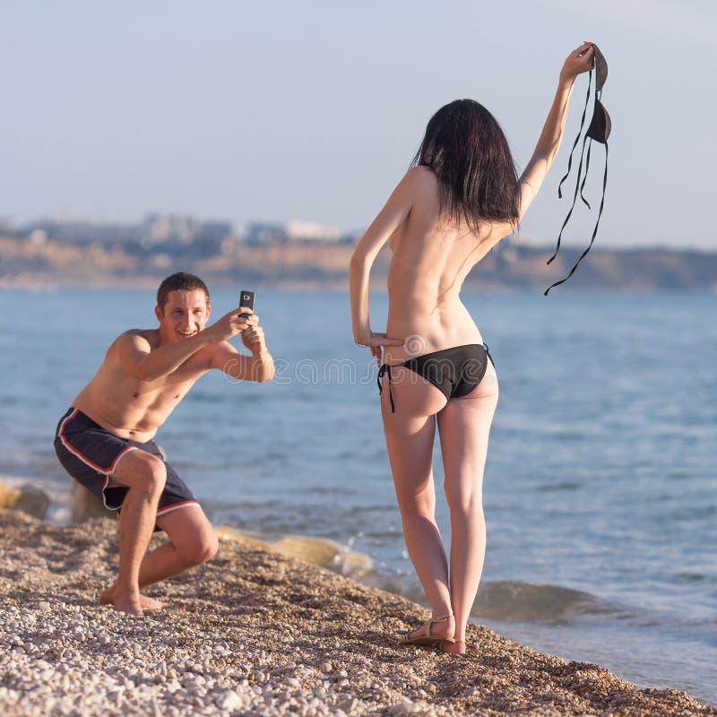 在海运的有吸引力的夫妇 免版税图库摄影