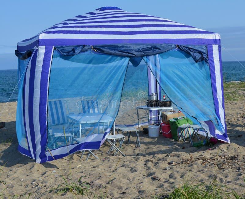 在海附近的帐篷 免版税库存照片