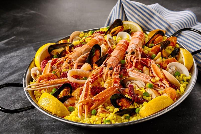 在海鲜肉菜饭的新鲜的海螯虾 图库摄影