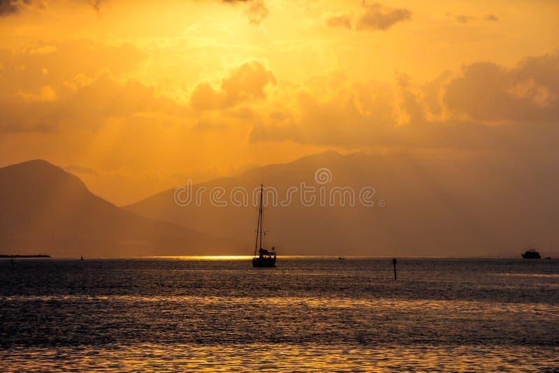 在海,克罗地亚的热带日出 图库摄影