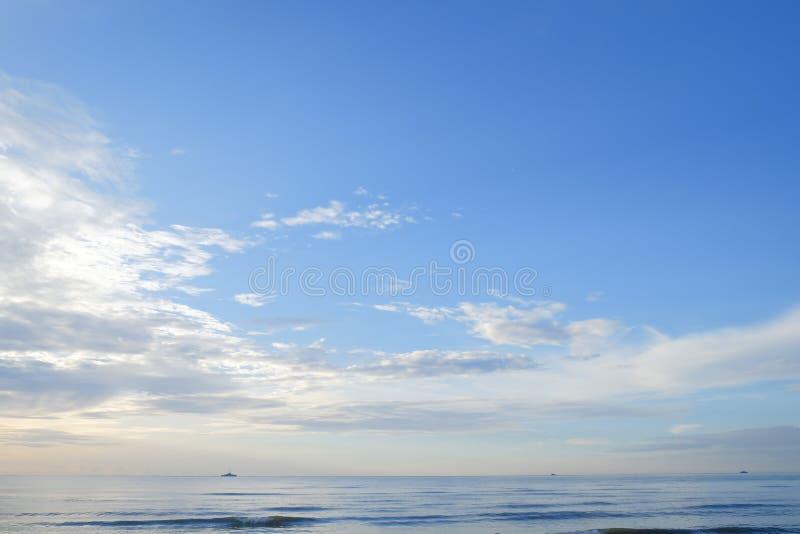 在海(华欣)的清楚的蓝天 免版税库存照片