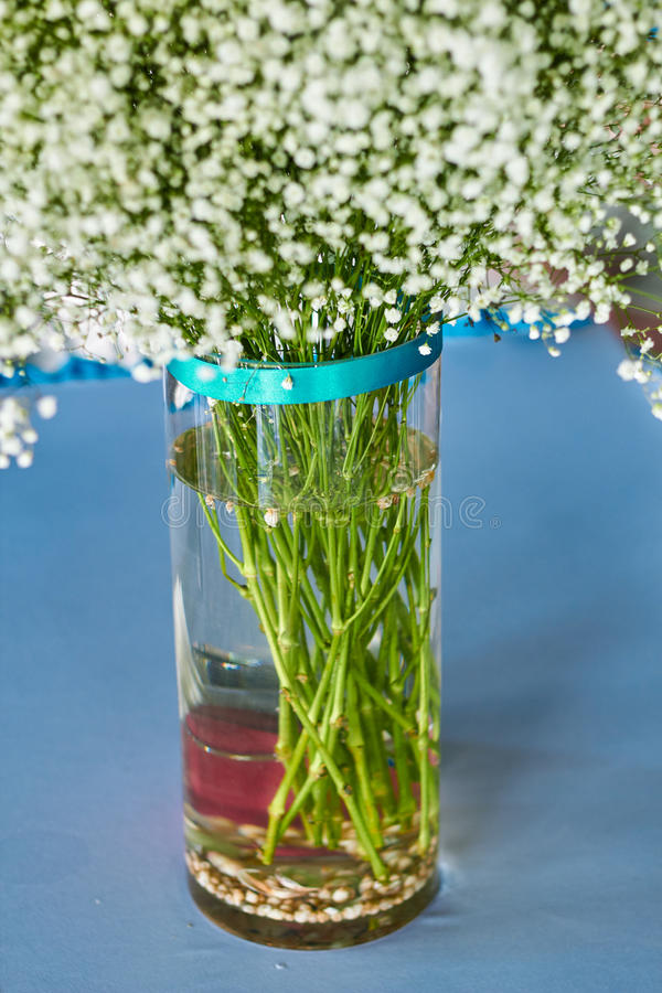 在海洋样式的婚礼装饰白花 免版税库存图片