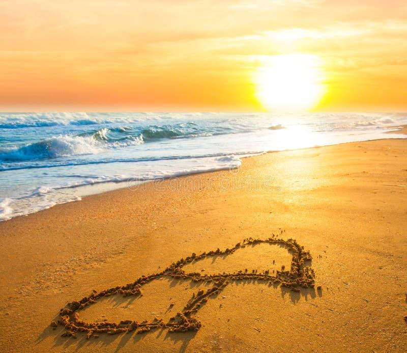 在海滩沙子的两心脏 库存图片