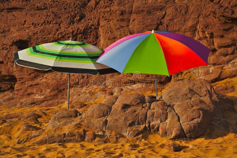 在海滩的伞 库存照片