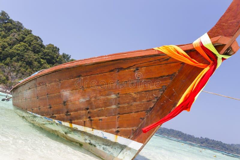 在海滩的传统longtail小船在Lipe海岛 免版税库存图片