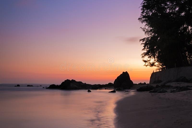 在海滩的充满活力的日落在越南,美奈 库存照片