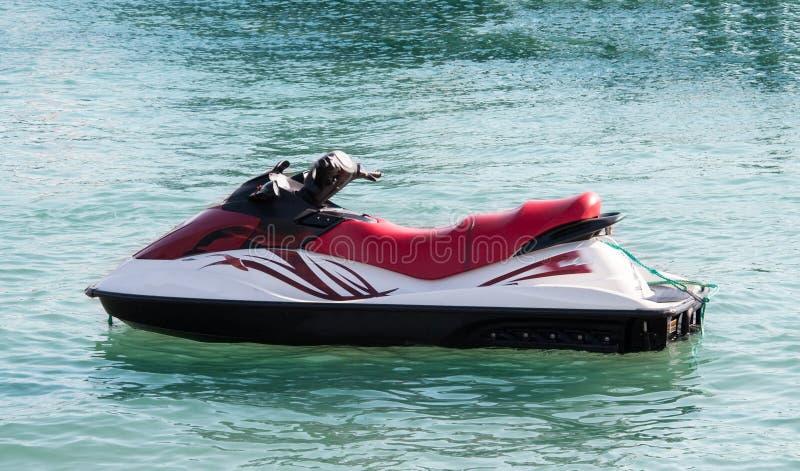 在海滩的喷气机滑雪在海 库存图片