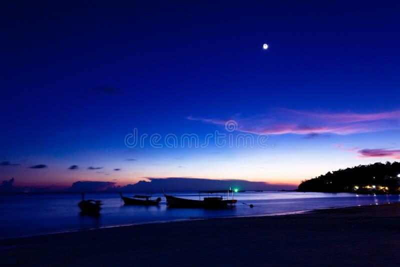 在海滩的夜酸值Lipe海岛,泰国 免版税库存图片