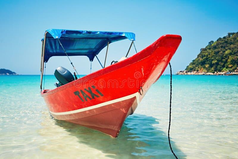 在海滩的小船出租汽车 图库摄影