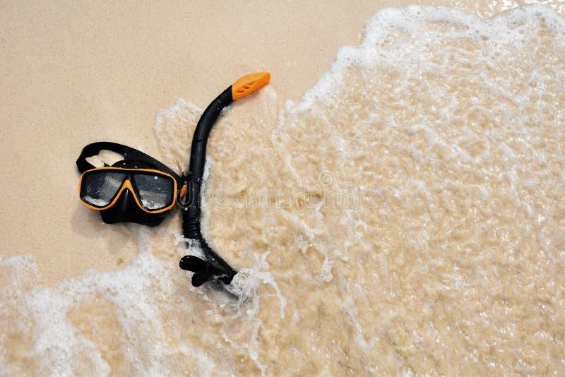 在海滩的废气管凝视 库存图片