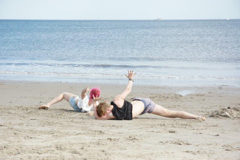 在海滩的排练 免版税库存照片