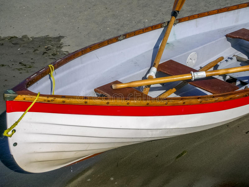 Download 在海滩的救生员小船 库存图片. 图片 包括有 的treadled, 温哥华, 红色, 小船, 海岸, 特写镜头 - 72374755