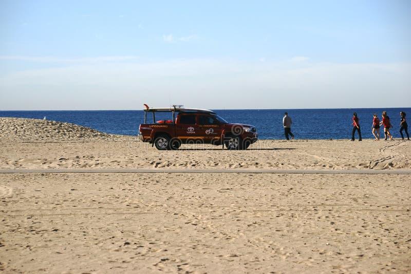 在海滩的救生员巡逻 免版税图库摄影