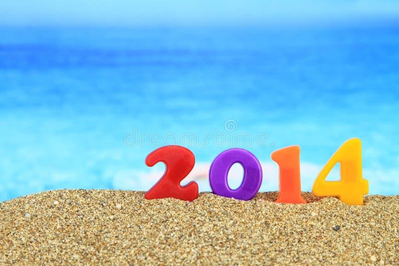 在海滩的新年度2014年 免版税库存照片