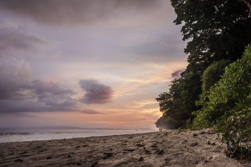 在海滩的日落,印度 免版税库存照片