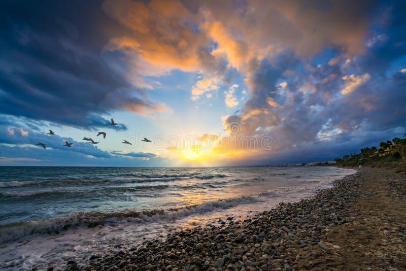 在海滩的日落,马尔韦利亚,西班牙 库存照片