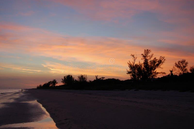 在海洋的日落 免版税库存照片