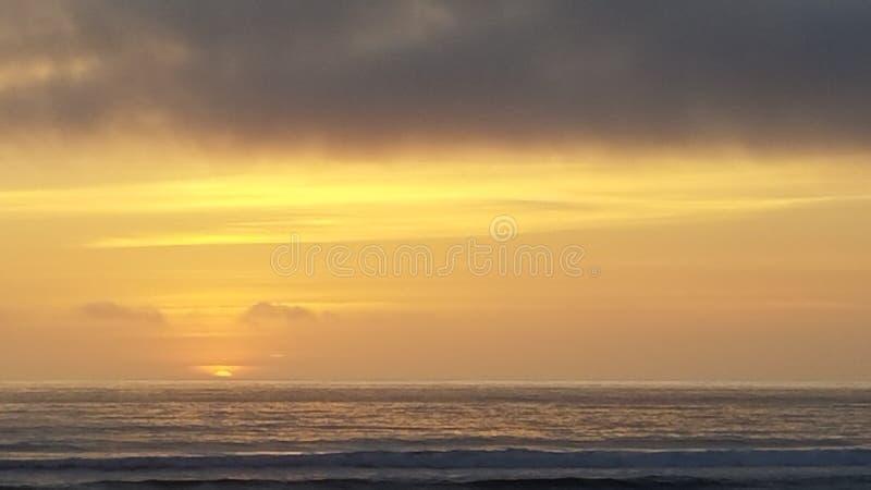 在海洋的日落 免版税库存图片