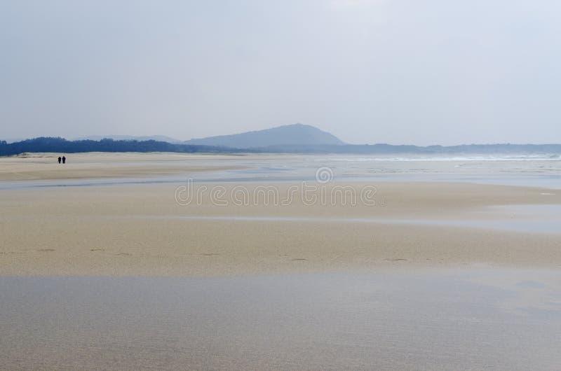 Download 在海滩的步行 库存图片. 图片 包括有 旅行, 海洋, 室外, 通知, 沙子, 火箭筒, 横向, beautifuler - 30334121