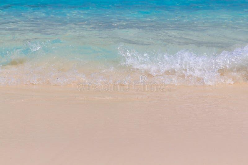 Download 在海滩的海波浪 库存照片. 图片 包括有 海边, 海洋, browne, 加勒比, 阳光, 室外, 异乎寻常 - 62529948