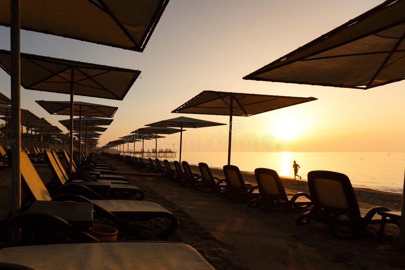在海滩的清早 免版税库存照片