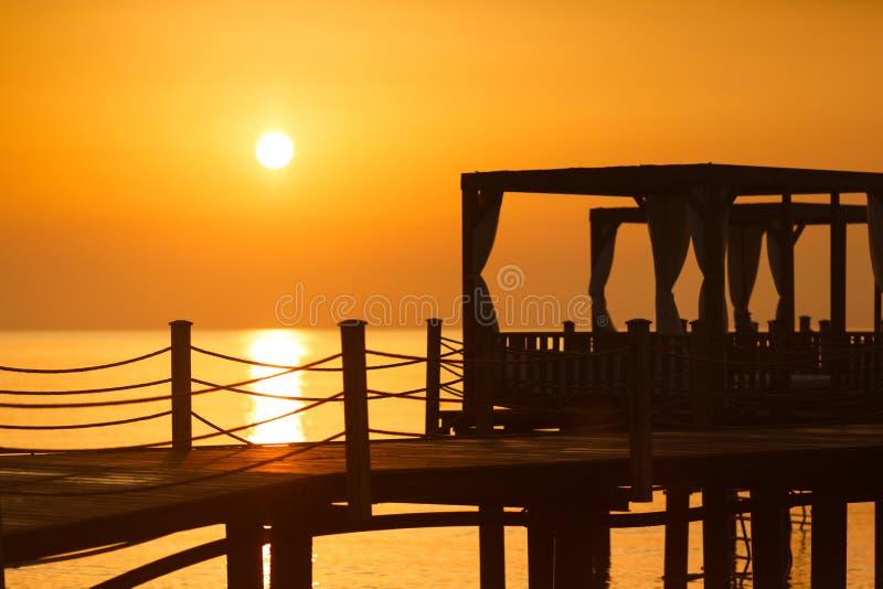 在海滩的清早 免版税图库摄影