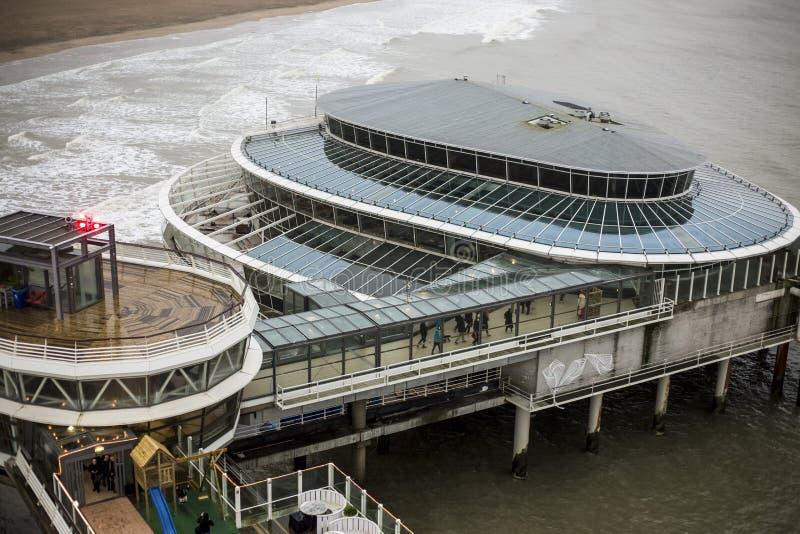 在海滩的码头斯海弗宁恩,海牙 免版税库存照片